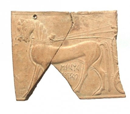 Terracotta pinax ('plaque') of the Patroklos-Achilles type, found on the Timpone della Motta, early 6th c. BC, height  10.6 cm, National Archaeological Museum, Sibari.