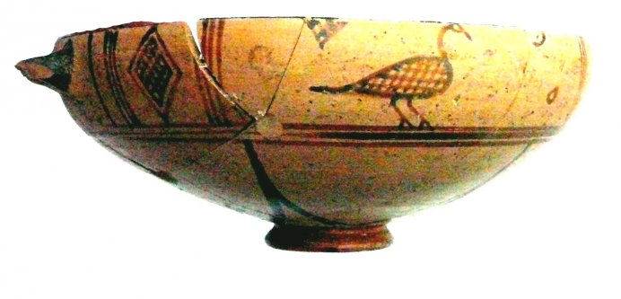 East-Greek cup with bird and lozenge decoration, so-called 'bird bowl', height 5.5 cm?, Timpone della Motta, 650-615BC, National Archaeological Museum, Sibari.