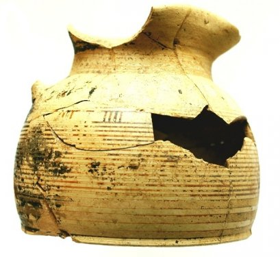 Wide-bottomed oinochoe (wine jug), height 12cm, imported from Corinth. Temple Plateau of the Timpone della Motta, Scavi Kleibrink 1991-2004, AC26.18.K010 etc. Middle Protocorinthian, first half of the 7th century BC. National Archaeological Museum of the Sibaritide, Sibari.